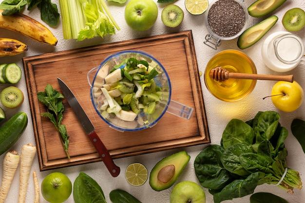 Comida fresca e saudável com tábua