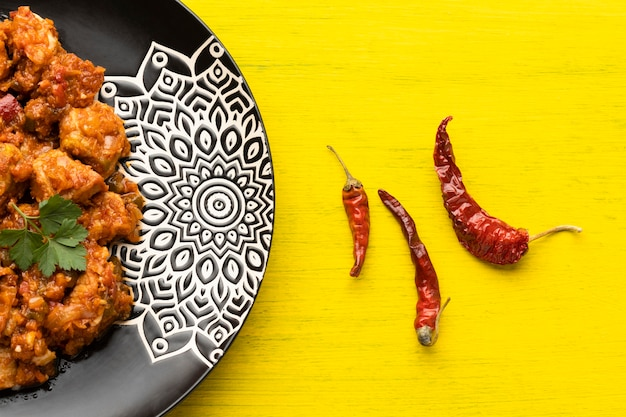 Comida indiana com pimenta