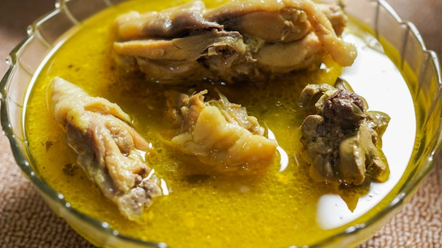 Comida indonésio opor e ketupat para idul fitri