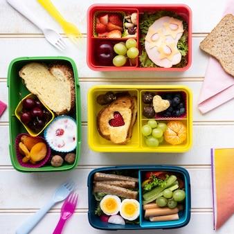 Comida infantil, design de lancheira com lanches saudáveis