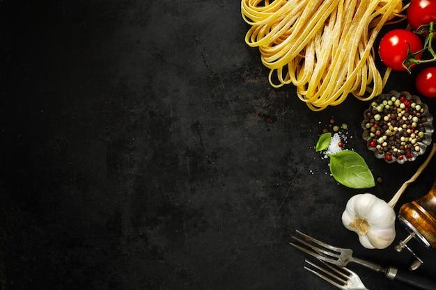 Comida italiana com ingredientes