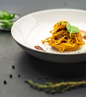Comida italiana de espaguete