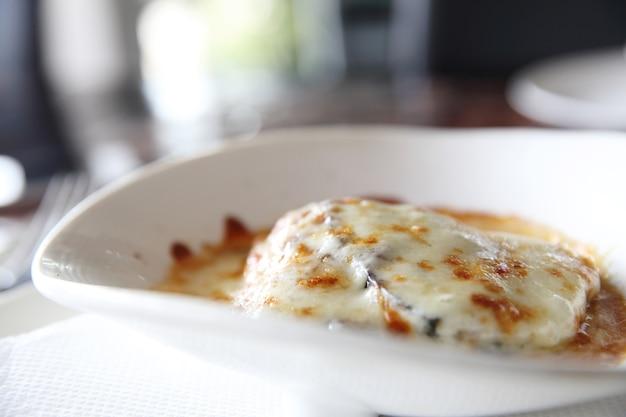 Comida italiana lasanha de berinjela
