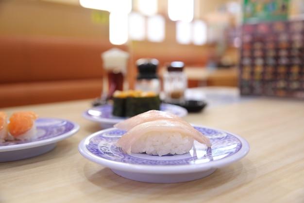 Comida japonesa de sushi de salmão