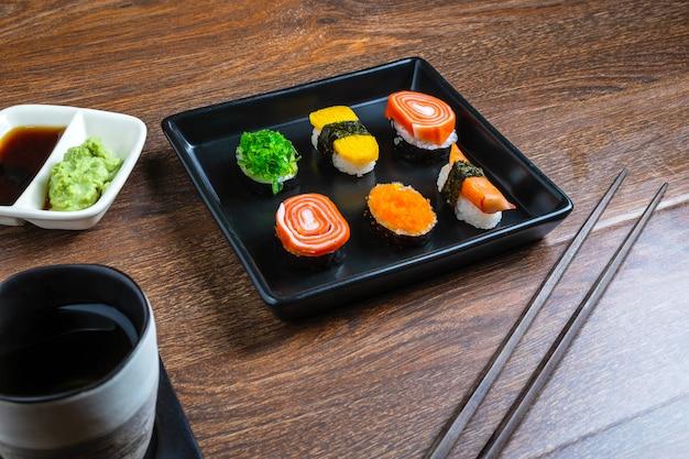 Comida japonesa, sushi na mesa