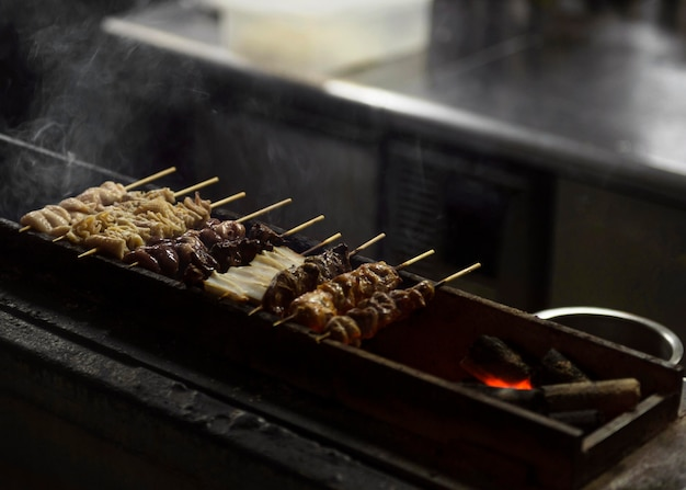 Comida japonesa tradicional na grelha