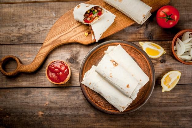 Comida mexicana caseira, burrito