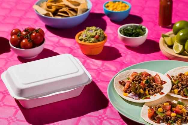 Comida mexicana deliciosa de alto ângulo