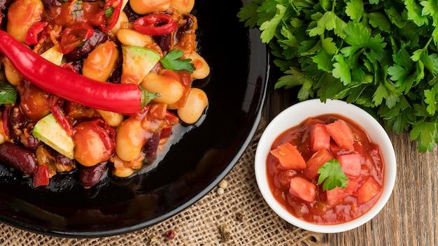 Comida mexicana fresca pronta para ser servida