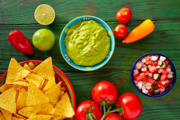 Comida mexicana nachos guacamole pico gallo chili