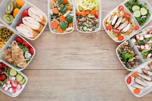 Comida nutritiva plana leiga em recipientes