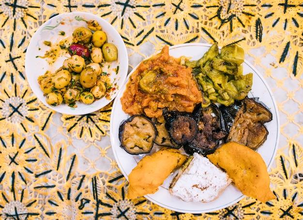Comida oriental flat lay