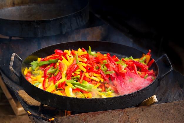 Comida para o disco de arado típico da gastronomia argentina