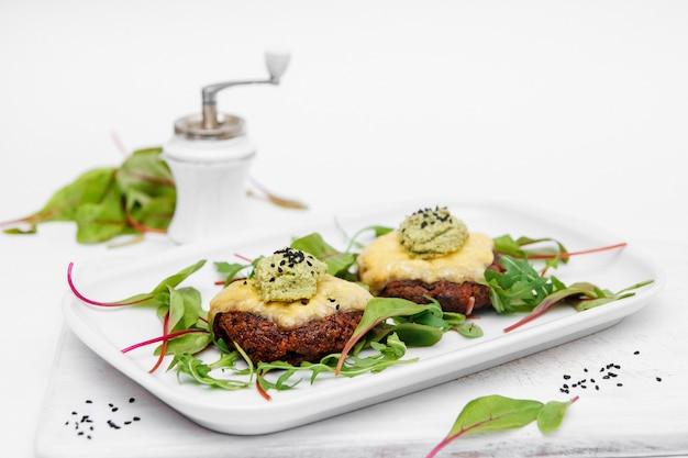 Comida, salada, prato, refeição, jantar, vegetal, saudável, prato, alface, carne, branco gourmet verde tomate almoço restaurante frango frutos do mar frescos molho de queijo cozinha de peixes deliciosos vegetais
