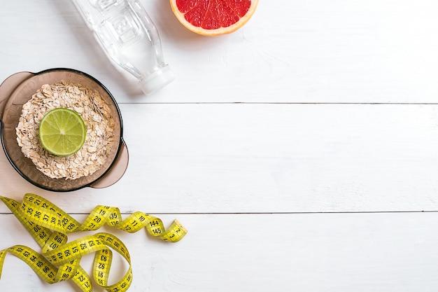 Comida saudável com muesli água e grapefruit vista superior
