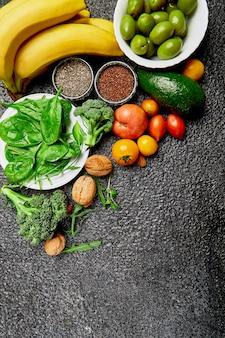Comida saudável de fundo para o coração. alimentação saudável, dieta e vida.