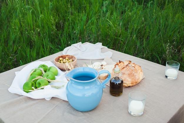 Comida saudável e natural no campo