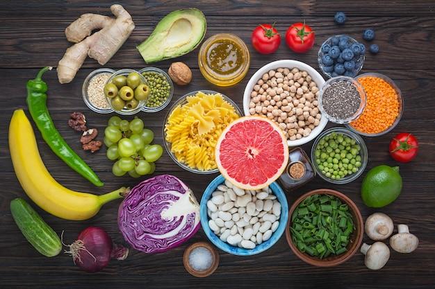 Comida saudável. proteínas, vitaminas e antioxidantes em alimentos vegetais.