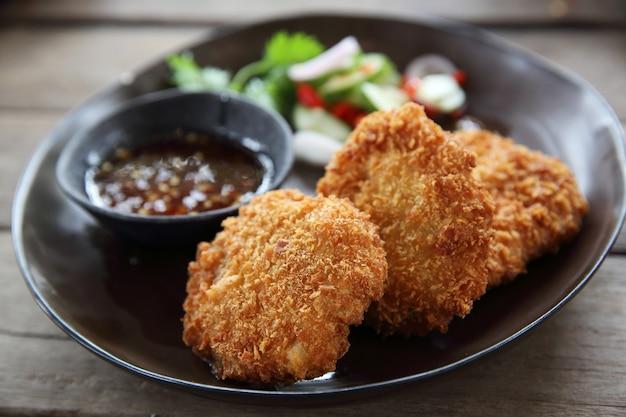 Comida tailandesa de almôndega de camarão frito