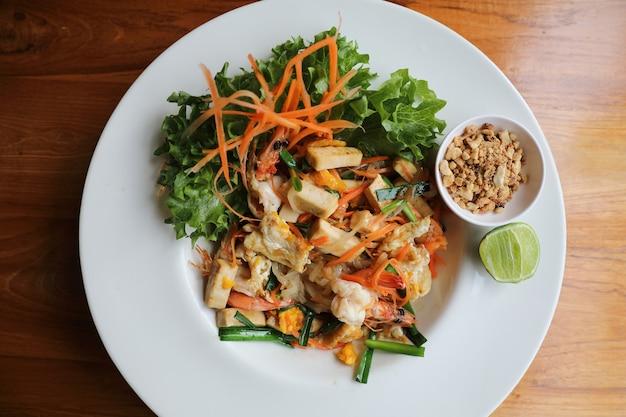 Comida tailandesa padthai noodle frito com camarão