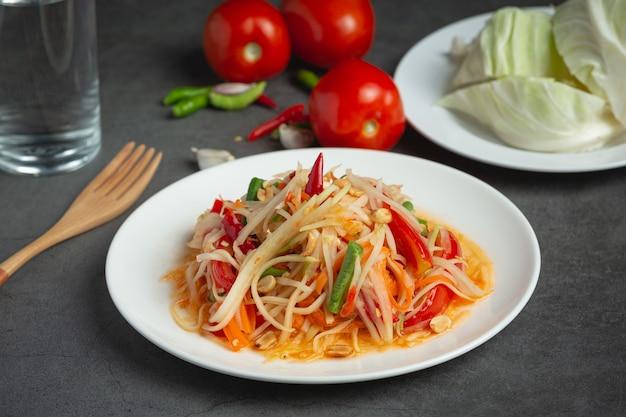 Comida tailandesa; som tum ou salada de mamão