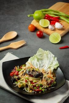 Comida tailandesa; som tum ou salada de papaia