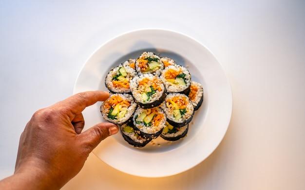 Comida tradicional coreana artesanal kimbap
