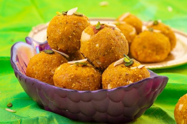 Comida tradicional indiana de inverno doce methi laddu