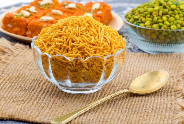 Comida tradicional indiana namkeen bikaneri sev