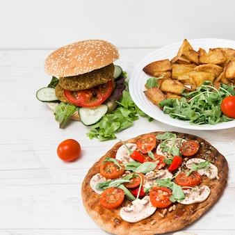 Comida vegan deliciosa de alto ângulo