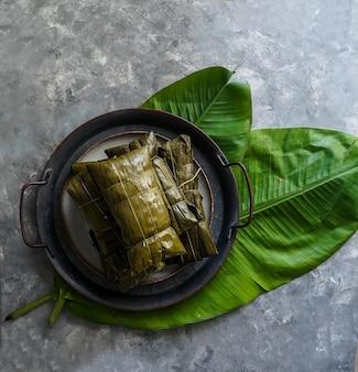 Comida venezuelana de natal, hallacas ou tamales colombianos