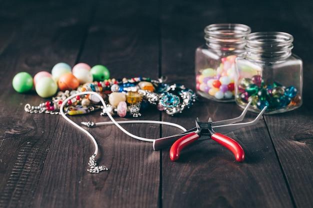 Como fazer colar, artesanato divertido.