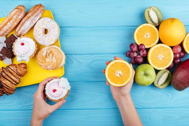 Comparação entre doces e frutas