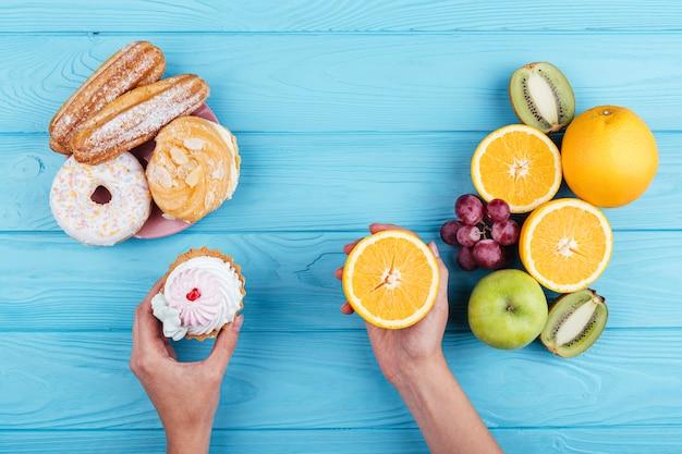 Comparação entre frutas e doces