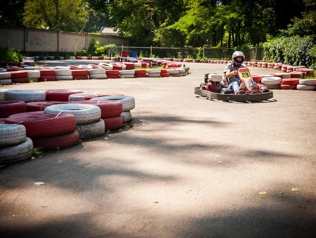 Competição de esporte de corrida de velocidade de kart