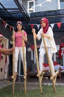 Competição de palafitas na indonésia
