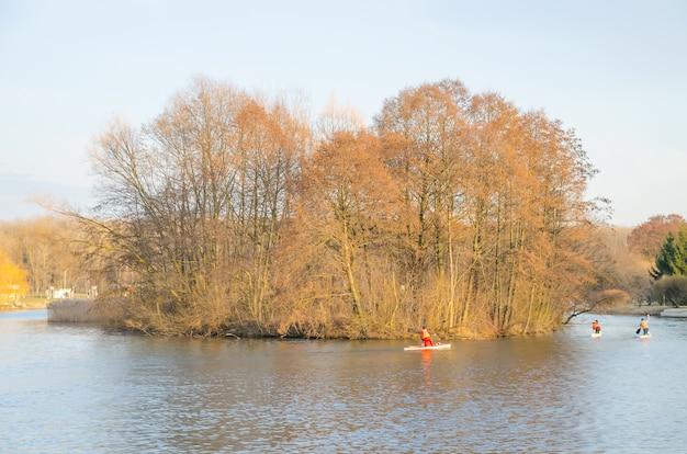 Competições de canoagem.