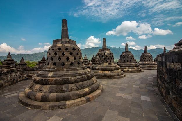 Complexo de borobudur, templo budista, patrimônio histórico em yogjakarta, em java, na indonésia