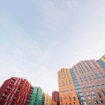 Complexo residencial com edifícios contemporâneos