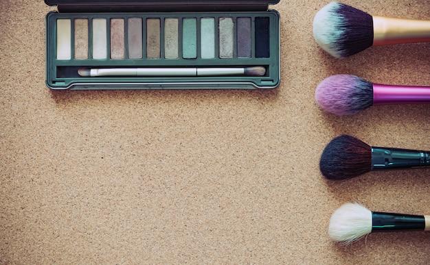 Compõem a escova cosmética produto beleza moda em madeira
