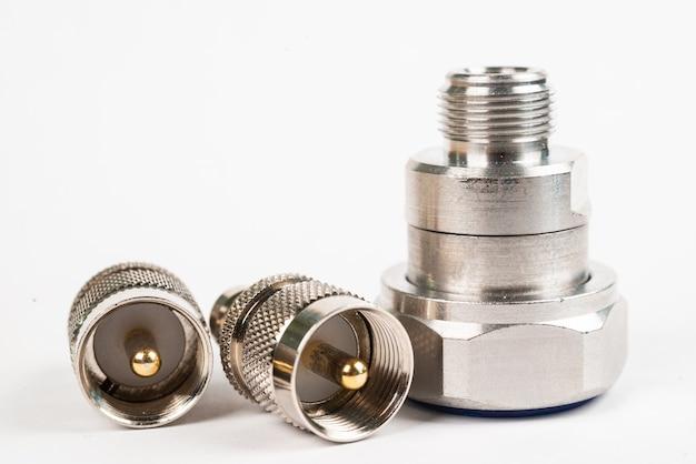 Componente de alta frequência com cobertura metálica em branco