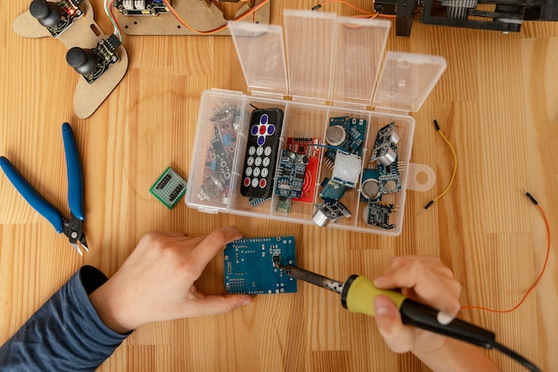 Componentes da vista superior para fazer um robô