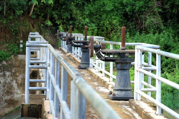 Comportas de barragens, sistemas de irrigação