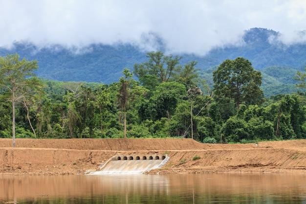 Comportas de uma barragem