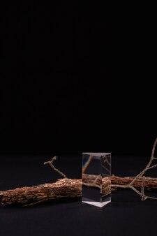 Composição abstrata com pódios de casca de árvore para apresentação de produtos