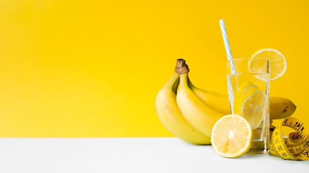 Composição colorida com comida saudável