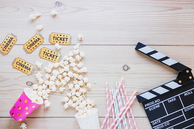 Composição, com, cinema, objetos, e, pipoca