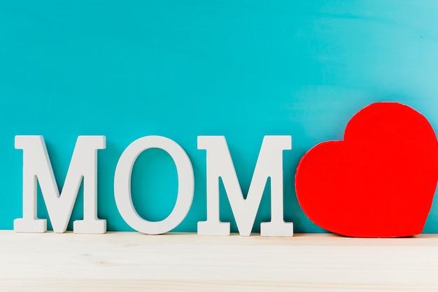 Composição com coração para o dia das mães