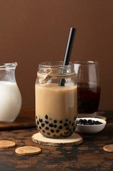Composição com delicioso chá tradicional tailandês