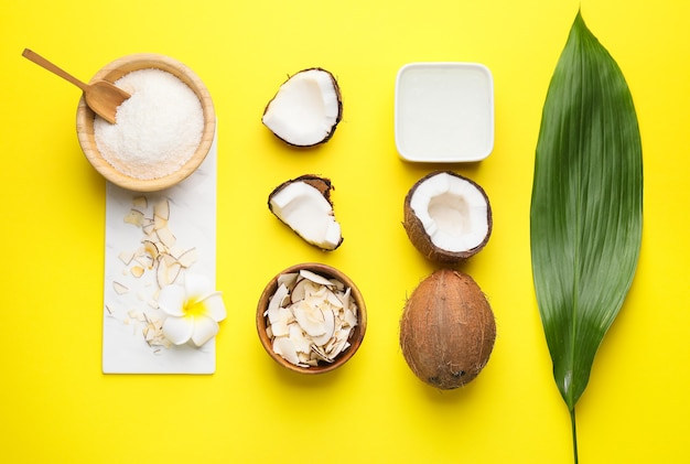 Composição com diferentes produtos de coco na cor